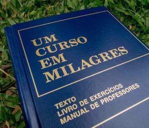 um-curso-em-milagres-livro-sem-uso-mas-com-marcas-do-tempo-634111-MLB20484189421_112015-O